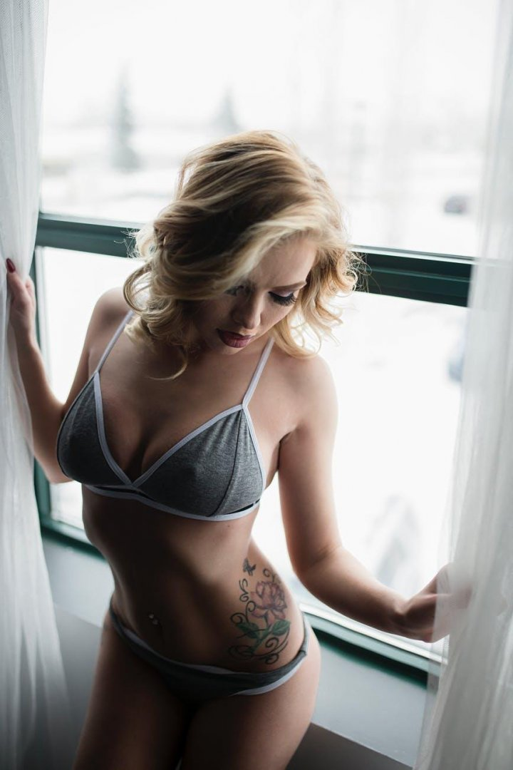 These hot women and enjoy your precious time with their sensual touch. 5